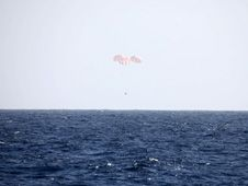 The SpaceX Dragon spacecraft just<br /> prior to splashdown in the Pacific<br /> Ocean.<br /> Credit: SpaceX